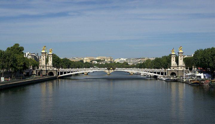 アレクサンドル3世橋|パリのセーヌ河岸