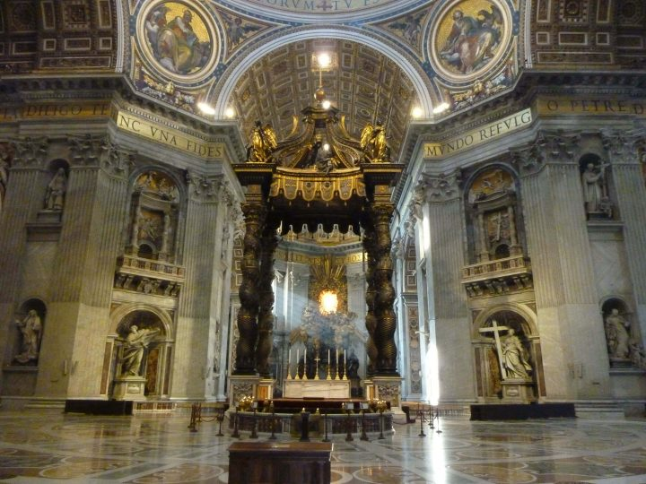ベルニーニの手による大天蓋・サンピエトロ大聖堂