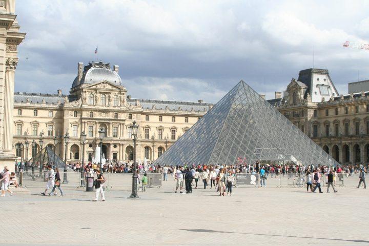 世界遺産・ルーヴル美術館・パリのセーヌ河岸 (1)