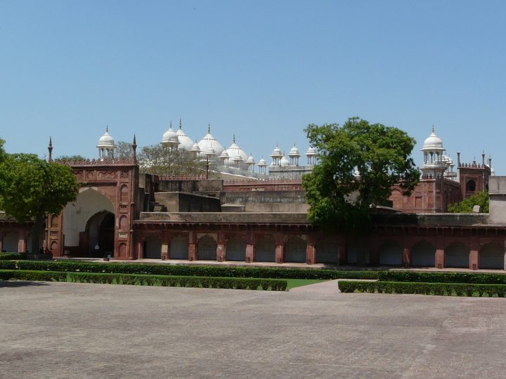 photo credit: Diwan-i-Am courtyard with Moti Masjid in the background via photopin (license)