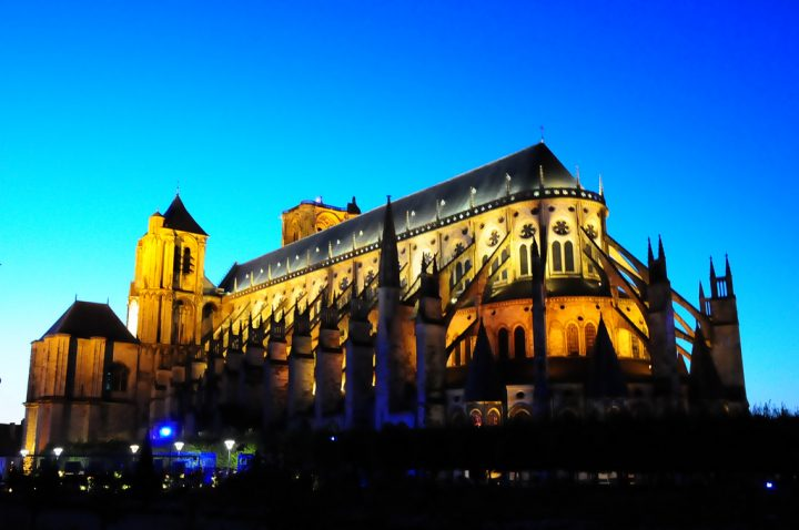 photo credit: bourges - LES NUITS LUMIÈRE DE BOURGES via photopin (license)