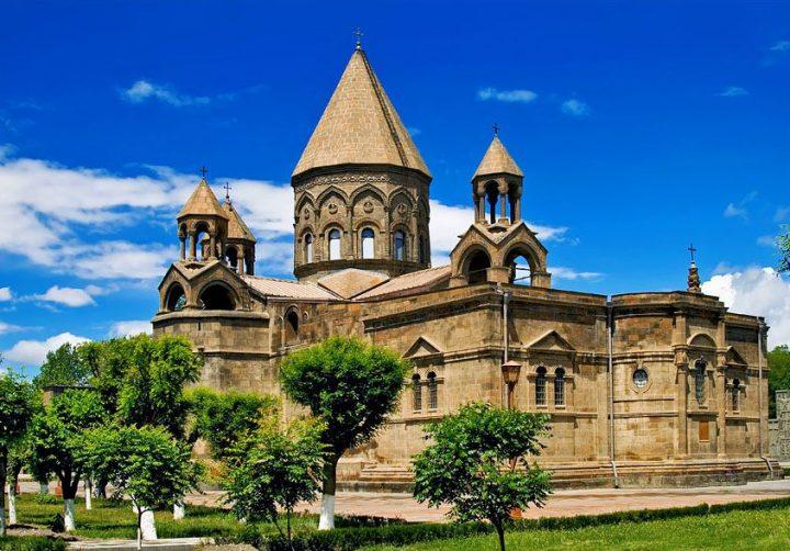 世界遺産・エチミアジンの大聖堂と教会群ならびにズヴァルトノツの考古遺跡