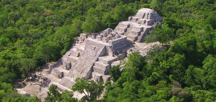 カンペチェ州カラクムルの古代マヤ都市と熱帯雨林保護区