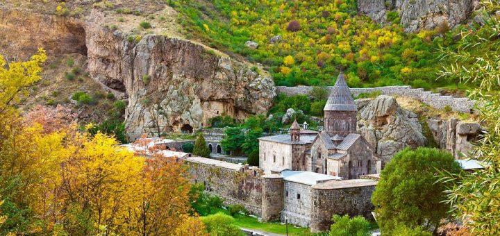 ギガルド修道院とアザト川上流域