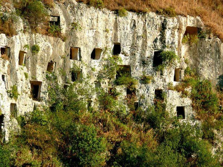世界遺産・シラクサとパンターリカの岩壁墓地遺跡
