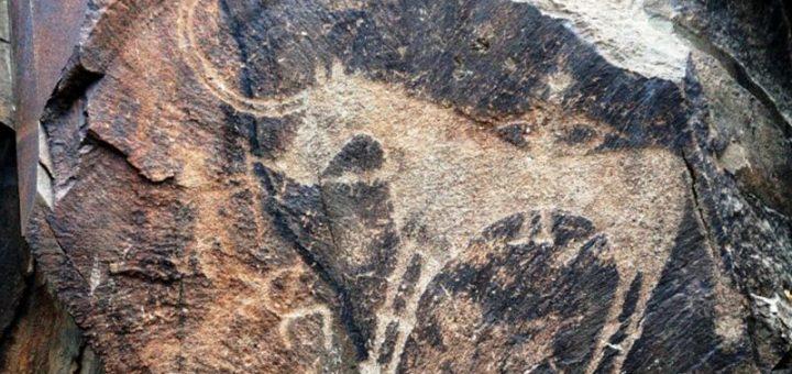 タムガリの考古的景観にある岩絵群