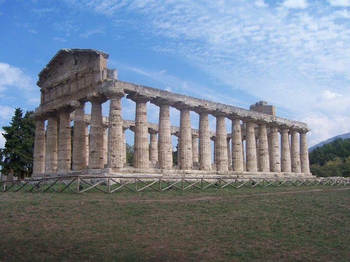 世界遺産・パエストゥムとヴェーリアの考古遺跡群やパドゥーラのカルトゥジオ修道院を含むチレントおよびヴァッロ・ディ・ディアーノ国立公園