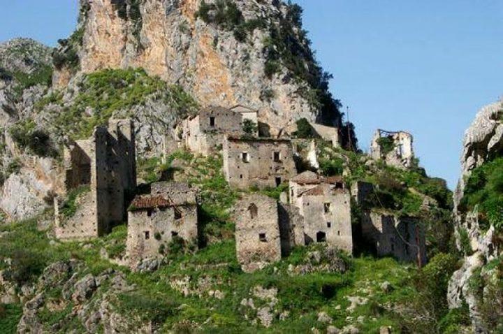 世界遺産・パエストゥムとヴェーリアの考古遺跡群やパドゥーラのカルトゥジオ修道院を含むチレントおよびヴァッロ・ディ・ディアーノ国立公園2