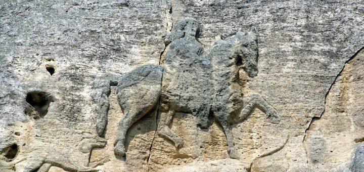 マダラの騎馬像