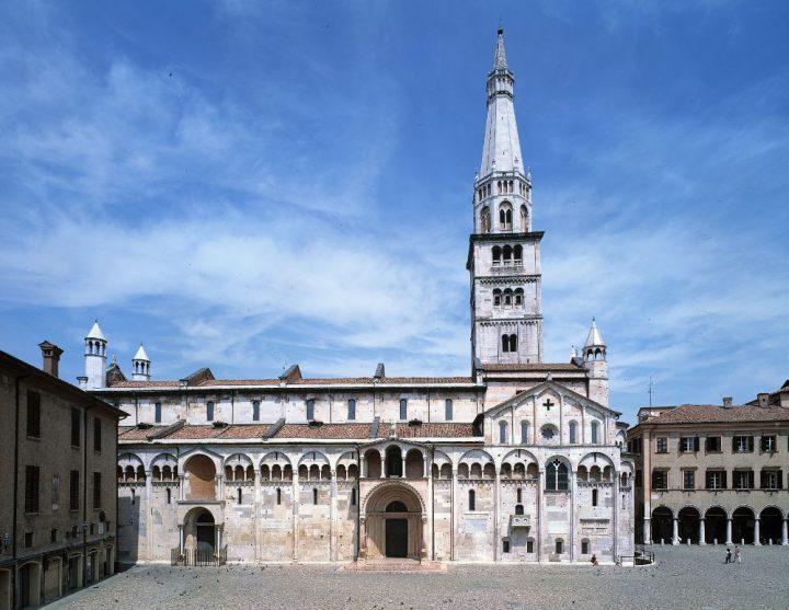 世界遺産・モデナの大聖堂、市民の塔、グランデ広場2