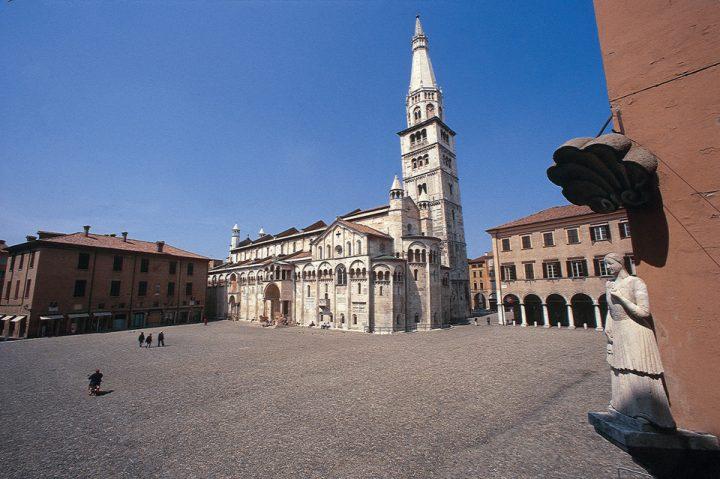 世界遺産・モデナの大聖堂、市民の塔、グランデ広場3