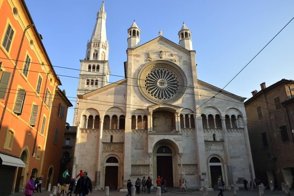 モデナの大聖堂、市民の塔、グラ...