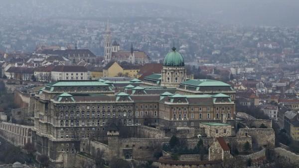 ブダペストのドナウ河岸とブダ城地区およびアンドラーシ通りの画像 p1_4