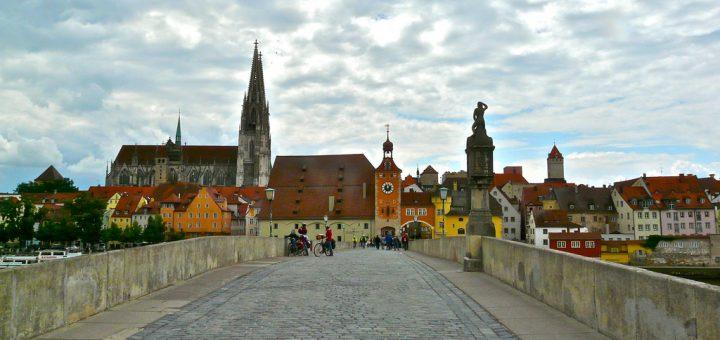 レーゲンスブルクの旧市街とシュタットアムホーフ
