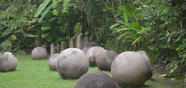 ディキスの石球を含む先コロンブス期首長制集落群