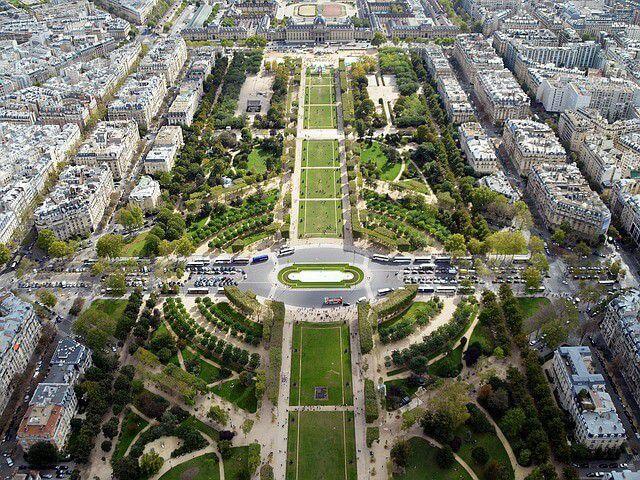 シャン・ド・マルス公園|パリのセーヌ河岸