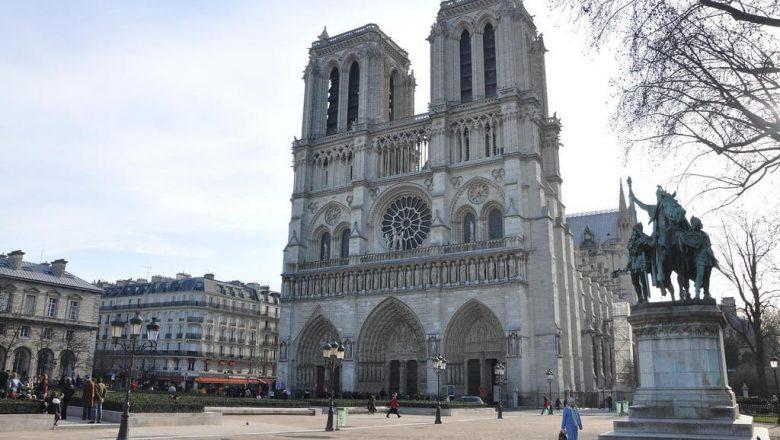 ノートルダム大聖堂|パリのセーヌ河岸
