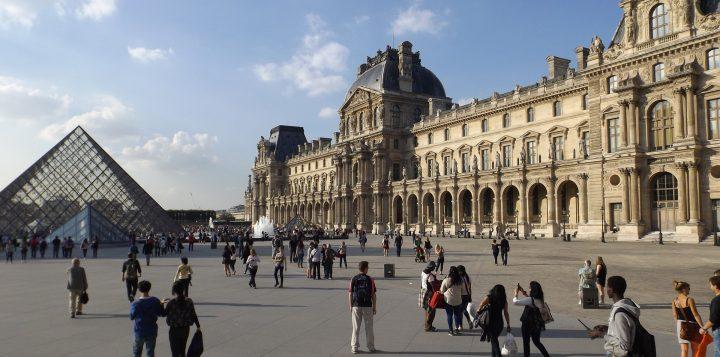 ルーヴル美術館|パリのセーヌ河岸