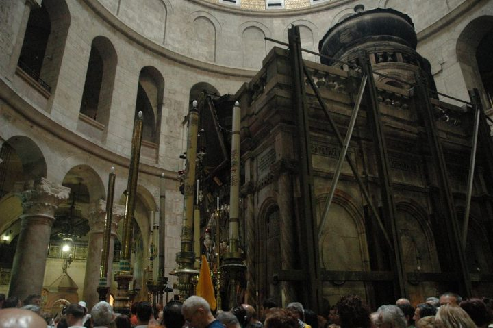 photo credit: Crowd waiting to entre the edicule via photopin (license)