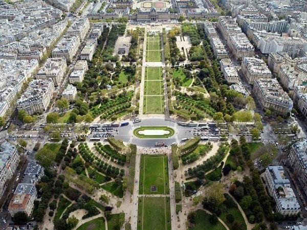 パリのセーヌ河岸の画像 p1_32