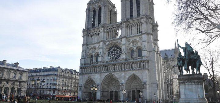 パリのセーヌ河岸の画像 p1_14