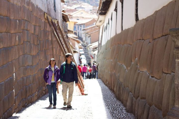 photo credit: Peru - Cusco 163 - Calle Hatunrumiyoc via photopin (license)