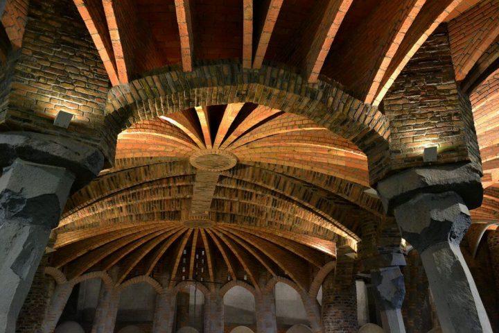 【世界遺産】コロニア・グエル教会|アントニ・ガウディの作品群