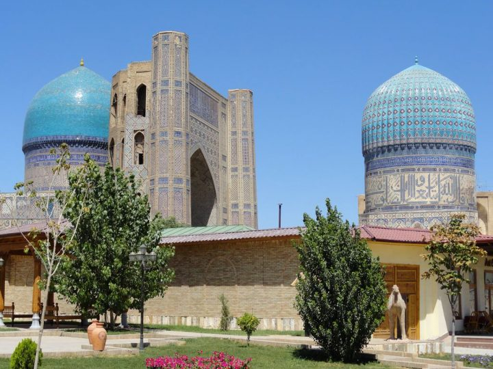 photo credit: Bibi-Khanym Mosque in Samarkand, Uzbekistan via photopin (license)