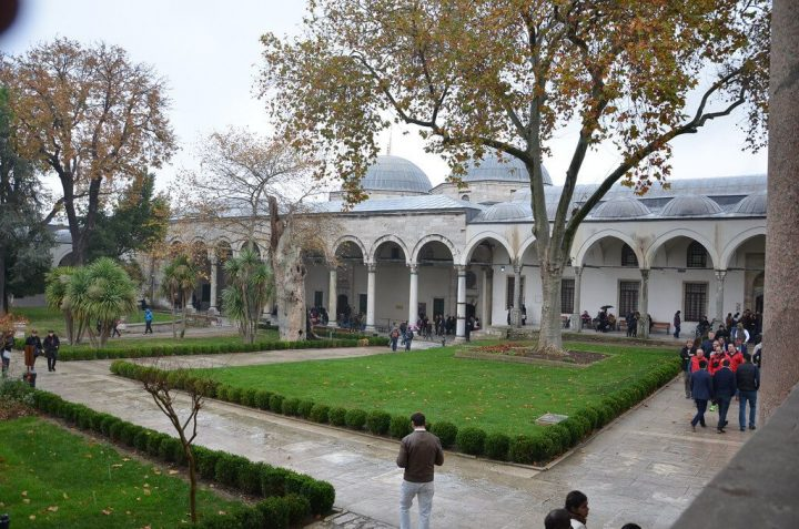 photo credit: Inner courtyard at Topkapi Palace via photopin (license)