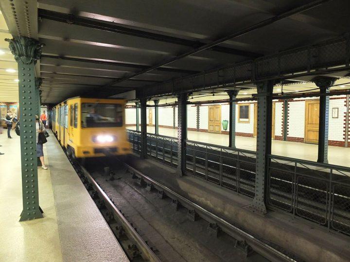 ブダペスト地下鉄1号線|ブダペストのドナウ河岸とブダ城地区およびアンドラーシ通り (2)