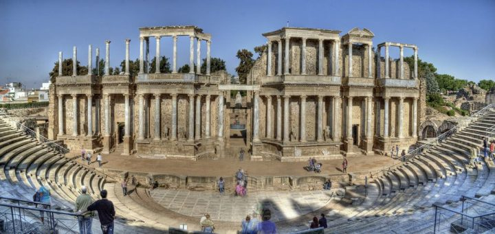 photo credit: Teatro romano de Mérida via photopin (license)