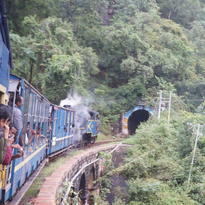 ニルギリ山岳鉄道|インドの山岳...