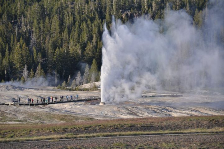 photo credit: Beehive Geyser eruption (8:07-8:13 PM, 30 May 2013) 13 via photopin (license)