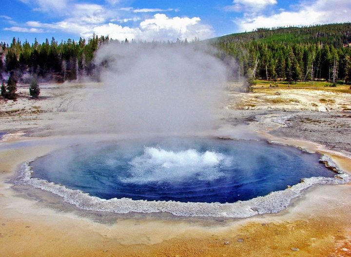 photo credit: Crested Pool Boils, Yellowstone.N.P. 9-11 via photopin (license)