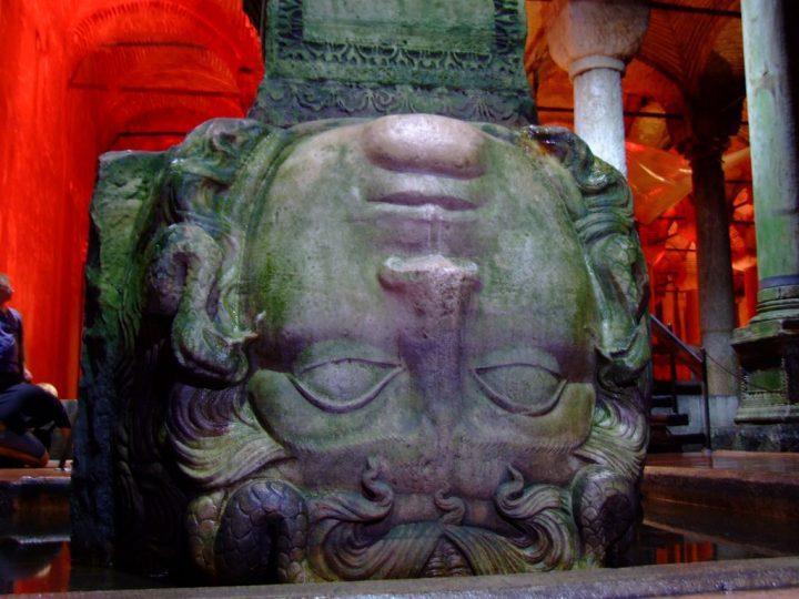 【世界遺産】イスタンブル地下宮殿(バシリカ・シスタン)|イスタンブルの歴史地区