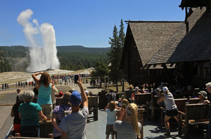 photo credit: Old Faithful Inn, visitors watching an eruption of Old Faithful Geyser from the Inn's balconey via photopin (license)