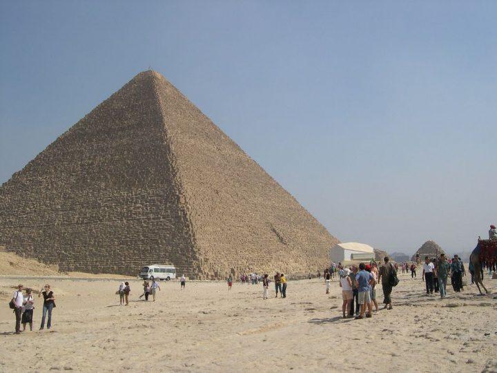 クフ王のピラミッド(ギザの大ピ...