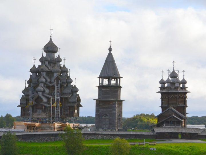 【世界遺産】ポクロフスカヤ教会|キジー・ポゴスト(キジ島の木造教会建築)