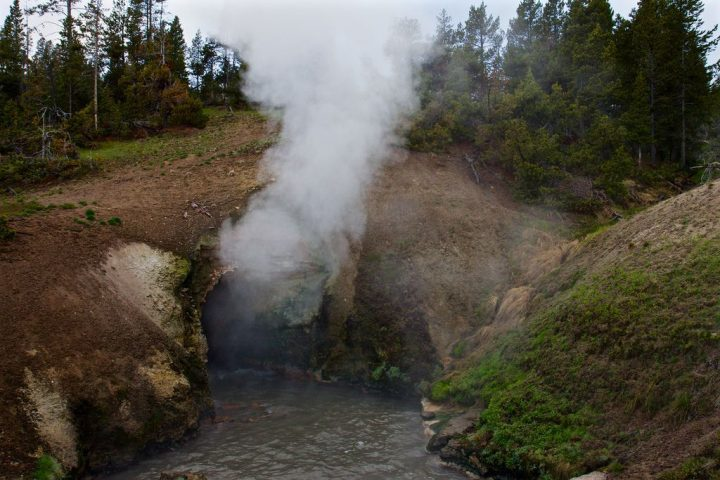 photo credit: Dragon's Mouth Spring via photopin (license)