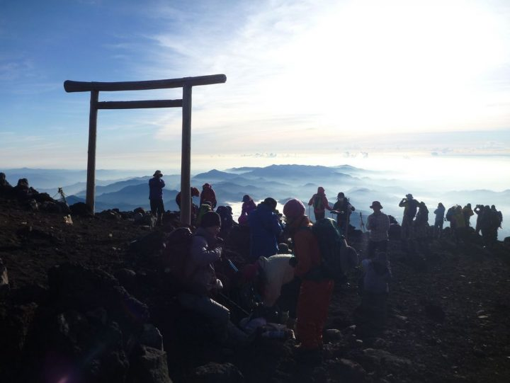photo credit: 富士山登山(援人やま部) Mt.Fuji Trekking 2012 via photopin (license)