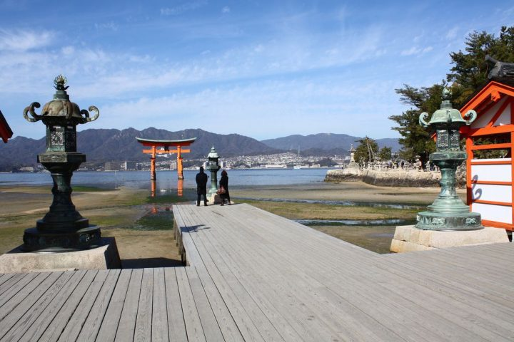 photo credit: 厳島神社の鳥居 via photopin (license)