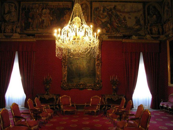 photo credit: Grandmasters Palace, Valletta via photopin (license)