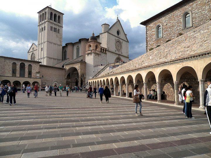 サン・フランチェスコ聖堂|アッシジ、フランチェスコ聖堂と関連修道施設群 (1)
