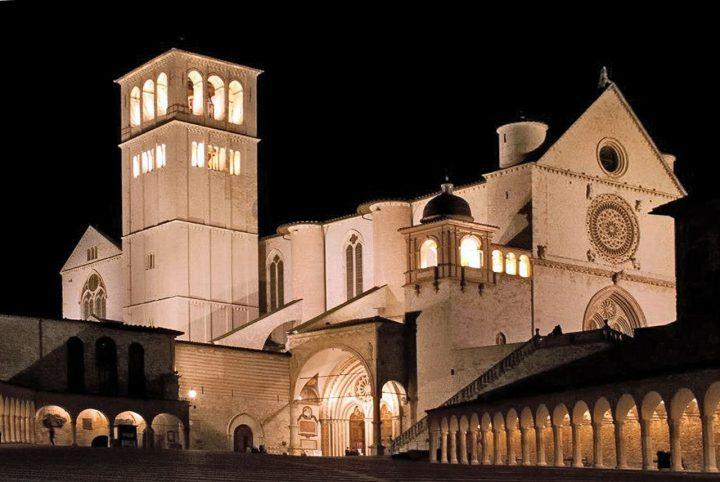 サン・フランチェスコ聖堂|アッシジ、フランチェスコ聖堂と関連修道施設群 (2)