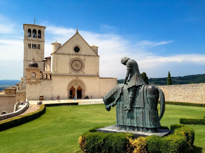 photo credit: Pellegrino di pace, Basilica di San Francesco, Assisi via photopin (license)