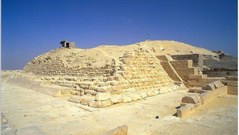 ペピ1世のピラミッド|メンフィ...