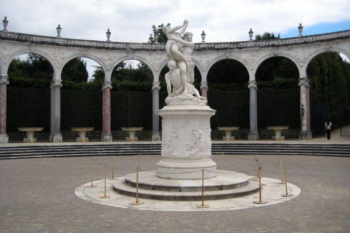 photo credit: Versailles: Jardins du Château de Versailles - Le Colonnade - L'enlèvement de Proserpine par Pluton via photopin (license)