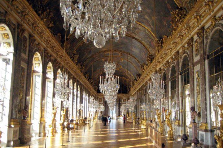 photo credit: Versailles: Château de Versailles - La Galerie des Glaces via photopin (license)