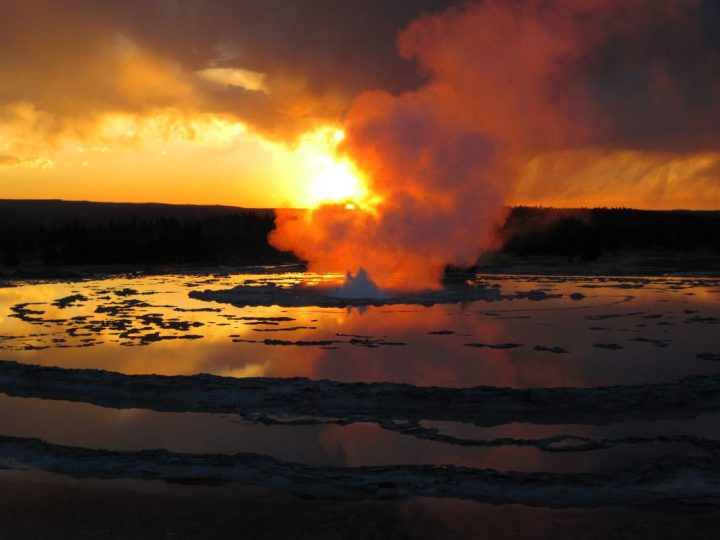 photo credit: Great Fountain Geyser eruption (late stages) at sunset (5 August 2013) 76 via photopin (license)
