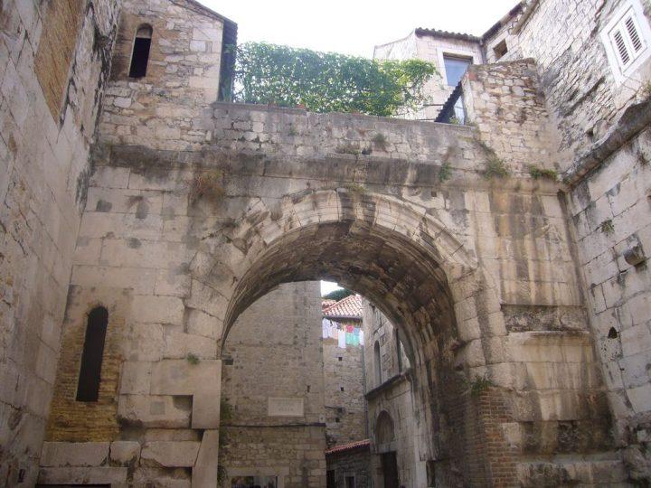 【世界遺産】ディオクレティアヌス宮殿と城壁|ディオクレティアヌス宮殿があるスプリトの歴史的建造物群
